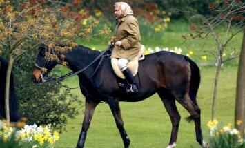 Vēsturiski foto: Karaliene Elizabete II šodien kļūst par visilgāk valdījušo britu monarhu