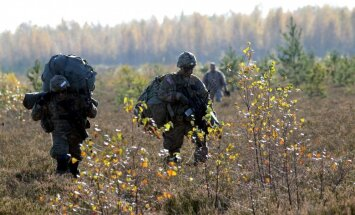Foto: Latvijas un NATO karavīri Ādažos piedalās militārajās mācībās 'Sudraba bulta'