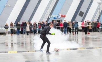 Foto: Konkursā noskaidroti fizikā gudrākie jaunieši Latvijā