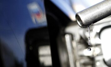 Cīnoties pret degvielas kontrabandu, pārbaudīs kravu pārvadātāju bākas