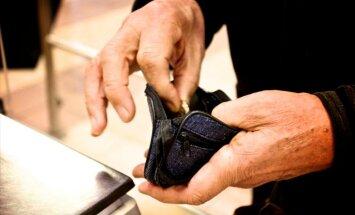 'Nekā personīga': pretēji solījumiem, samazinās garantētā minimālā ienākuma pabalstu