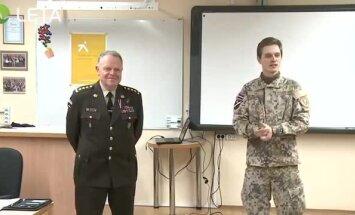 Kā kļūt par ģenerāli? NBS komandiera Raimonda Graubes mācību stundas video