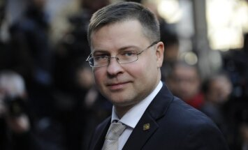 Dombrovskis pateicas Jezdakovai par darbu; par jauno VID vadītāju lems Vilks