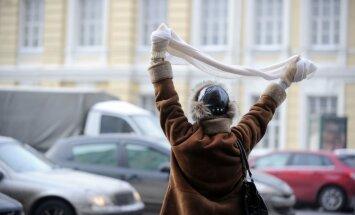 Maskavā aiztur 60 opozīcijas aktīvistus, kas mēģina sarīkot nesankcionētu protesta akciju
