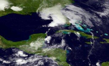 Floridai tuvojas tropiskā vētra 'Andrea'