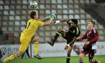 Latvijas U-17 futbolisti Eiropas čempionāta kvalifikācijas turnīra spēlē Rīgā cienījami piekāpjas Spānijai