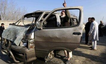 Foto: Pašnāvnieks pie Kabulas lidostas uzspridzina sevi un civiliedzīvotāju