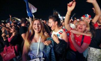 Parīzē aiztur ap 40 cilvēku policijas sadursmēs ar futbola līdzjutējiem