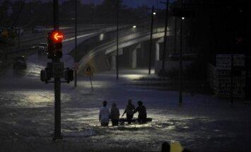 Katastrofālie plūdi Teksasā: Ūdens pārrāvis milzīgu dambi pie Kolumbijas ezeriem