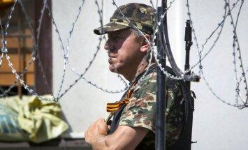 Naktī uz sestdienu Luhanskā turpinājušās cīņas; Ukraina apšaudīta no Krievijas
