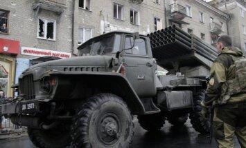Pēc miera sarunām Ukrainas austrumos turpinās apšaudes