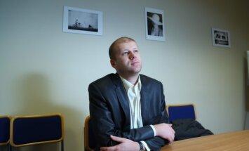 ASV pagaidām atliek kibernoziegumos apsūdzētā Latvijas pilsoņa Čalovska lietu