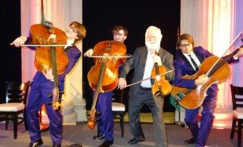 Foto: 'Melo-M' uzstājas kopā ar īru mūzikas leģendu Džonu Šīhanu