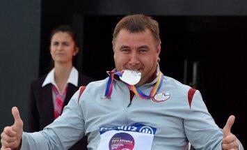 Foto: Paralimpietis Apinis izcīna kārtējo medaļu