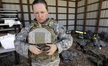 ASV nolemj atcelt aizliegumu sievietēm dienēt kaujas vienībās