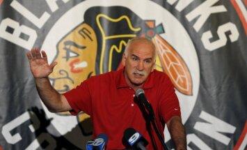 'Blackhawks' treneris Kvenevils aizvadījis savu 1500. spēli NHL