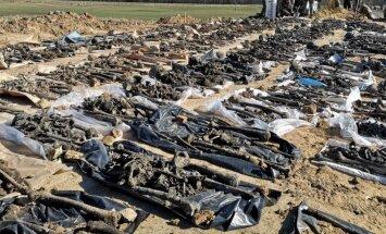 Foto: Pampāļos pie ceļa atrastas 145 karavīru mirstīgās atliekas
