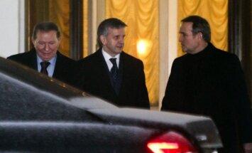 Medijs: Minskas pārrunās vienojas par uguns pārtraukšanu Ukrainas austrumos