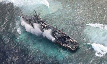 Uz koraļļu rifa uzskrējušā ASV karakuģī ieplūst ūdens