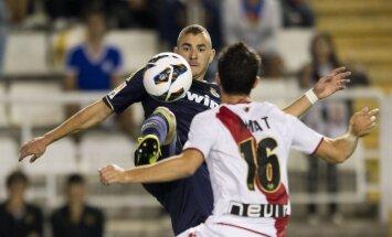 Čempioni 'Real Madrid' pārceltajā Spānijas čempionāta spēlē pieveic 'Rayo Vallecano'