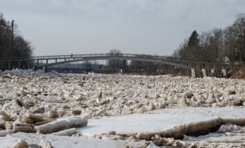 Iespaidīgi kadri: Ogres upē iet ledus