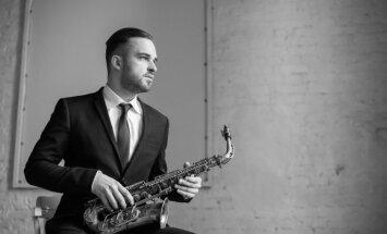 'Pashkevich Jazz Club' muzicēs saksofonists Toms Rudzinskis