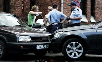 Meklē risinājumus, lai avārijā cietušie saņemtu apdrošināšanas atlīdzību vēl līdz tiesai