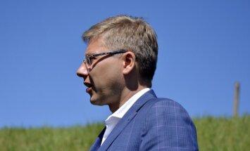 """Нил Ушаков назвал """"огромной ошибкой"""" перевод школ на латышский язык"""