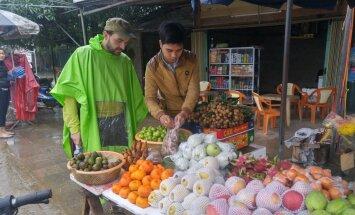 Ceļotāji stāsta, kā kartupeļu un krējuma piekritējiem 'pieradināt' Āzijas garšas