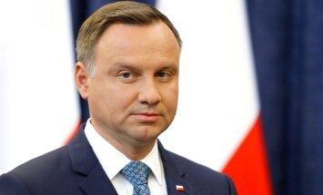 Polijas Senāts apstiprina likumprojektu, kas paredz cietumsodu par 'poļu nāves nometņu' pieminēšanu