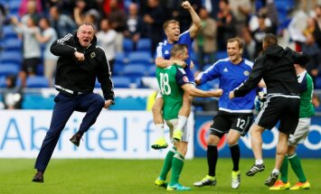 Northern Ireland head coach Michael O Neill celebrates after Niall McGinn score