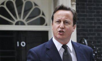 Snoudens ir kaitējis Lielbritānijas nacionālajai drošībai, uzskata Kemerons