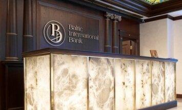 Atbrīvota kratīšanā aizturētā 'Baltic International Bank' darbiniece, paziņo banka
