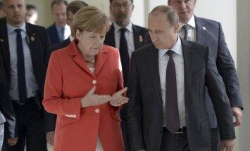 Ukraina 'ir brīva' stāties Putina Eirāzijas Savienībā, paziņojusi Merkele