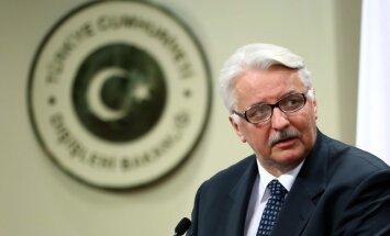 Varšava: EK iebildumi par tiesu reformām ir nebūtiski