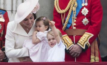 Foto: Britu karaliskie mazuļi apbur pavalstniekus