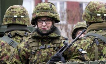 ФОТО: На параде в Таллине промаршировали более тысячи военных