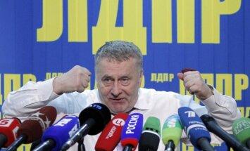 Krievijas medijs par uzbrukumu žurnālistei sūdzēs tiesā Žirinovski