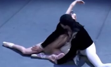 Video: Gulbīšu deja 'pa pliko'. Japāņi interpretē 'Gulbju ezeru'