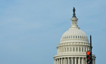 ASV tuvojas 'ļoti bīstamam brīdim', brīdina Pasaules Banka