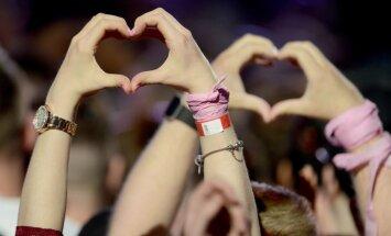 ФОТО, ВИДЕО: Благотворительный концерт поп-звезд в Манчестере собрал 50 тысяч зрителей