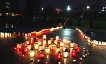ФОТО: в Латвии, Эстонии и Литве скорбят о жертвах трагедии в Риге