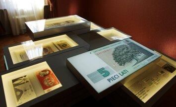 Jūlijā turpināja samazināties kavētu kredītu apjoms bankās