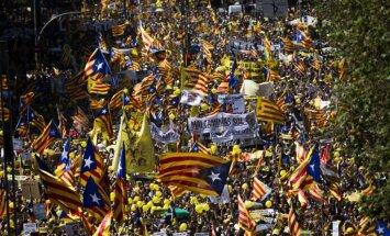 Foto: Tūkstošiem demonstrantu Barselonā protestē pret līderu apcietināšanu
