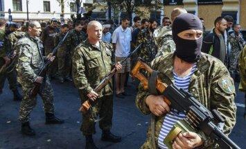 'Humānajā koridorā' apšaudīti ielenktie Ukrainas karavīri; ap 100 gājuši bojā