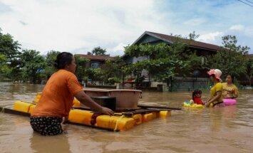 Plūdu dēļ Mjanmā savas mājas bijuši spiesti pamest gandrīz 120 000 cilvēku