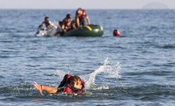Turcijas ūdeņos nogrimstot divām laivām, noslīkst deviņi sīriešu migranti