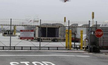Jaunietis ASV izdzīvo pēc piecu stundu lidojuma lidmašīnas šasijā