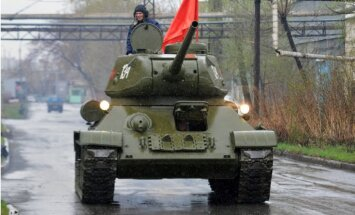 Latvijā pirkta T-34 tanka pārdošana krievam beidzas ar nosacītu cietumsodu