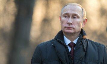 Putins kļuvis par 'bīstamu pokera spēlmani', brīdina Lūkass